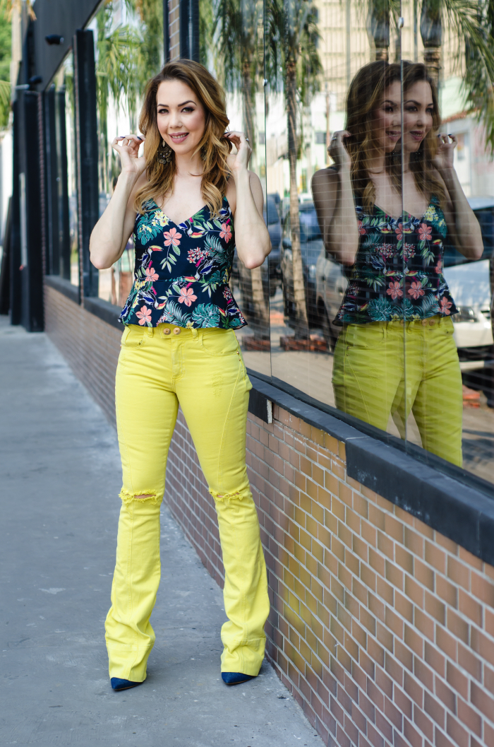 calca-flare-amarela-cropped-florido
