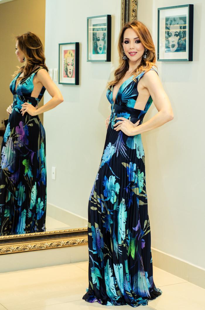 vestido-longo-estampado-fundo-escuro